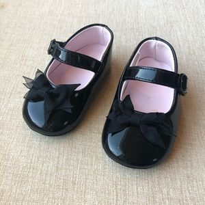 Like new patent leather baby girl shoes
